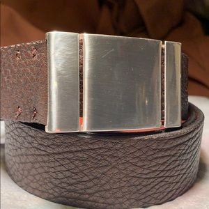 NWOT Bosca leather belt never being used, classic!